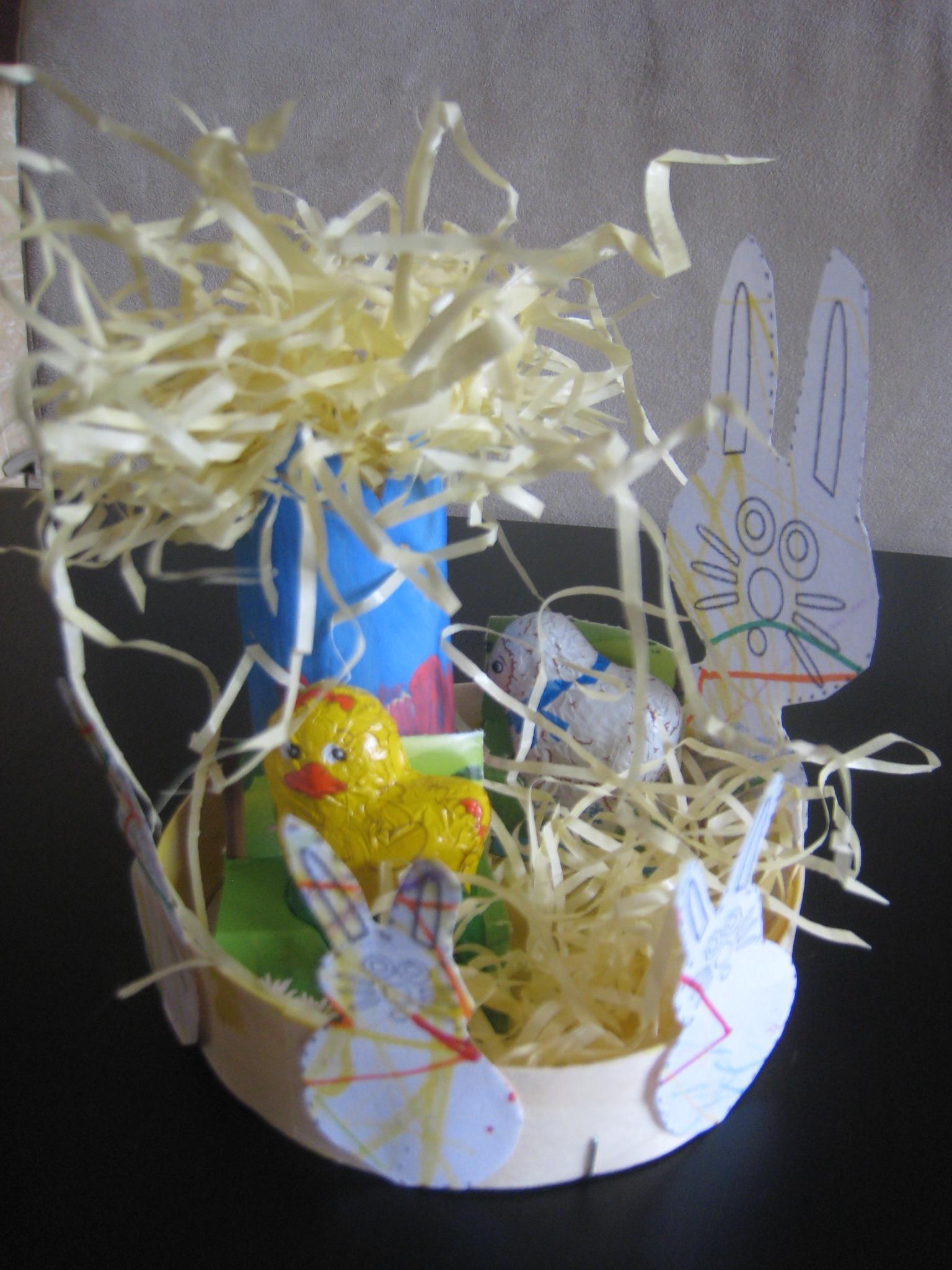 Poule et lapin dans le pré 2012