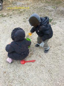 on a le droit de jouer avec les cailloux ! :-)