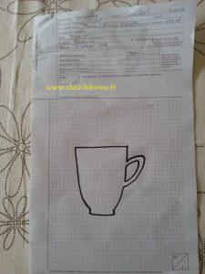 Petite anecdote : le gabarit de la tasse a été créé lorsque j'ai passé un écrit du CAP petite enfance ! oui oui, j'ai osé recycler une feuille d'examen ;-) Ayant terminé mes exercices, il me restait 20 min d'attente obligatoire en salle... et comme je n'avais pas eu mon café au déjeuner, voilà le résultat ;-)