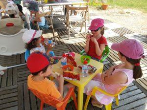 Mardi 16 Juillet, sous les parasols avec Nathalie et ses enfants