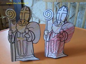 Assembler le St Nicolas au rouleau avec de la colle / une agrafeuse si besoin. Enrouler des friandises dans un morceau de papier crépon coloré et les glisser dans le dos de St Nicolas !