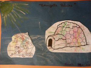collage avec l'aide de Nanie des dessins découpés et finitions par collage de gommettes rondes brillantes sur l'igloo
