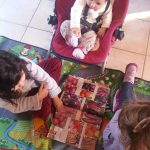 Les filles préparent la commande de graines :-)